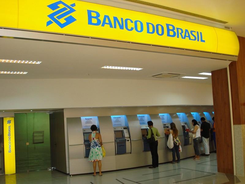 Resultado de imagem para fotos do banco do brasil